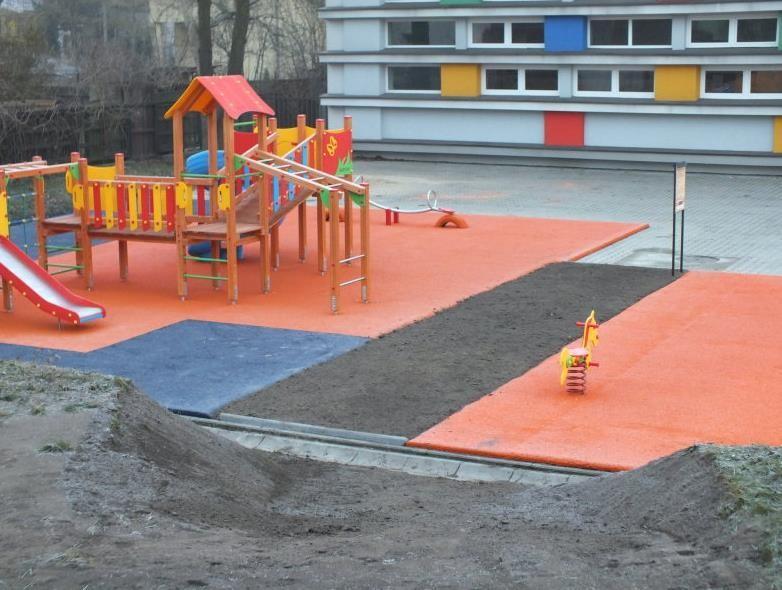 plac zabaw w ogródku
